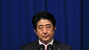 Thủ tướng Shinzo Abe họp báo hôm 20/01/2015 để nói về vụ khủng hoảng con tin.