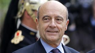 O novo chanceler francês, Alain Juppé, que assumiu o cargo nesta terça-feira
