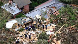 O tufão Wipha levou ventos fortes e chuva torrencial a Tóquio na manhã de quarta-feira, 16.