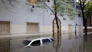 Plusieurs quartiers ont été submergés par l'eau et privés d'électricité durant des heures.