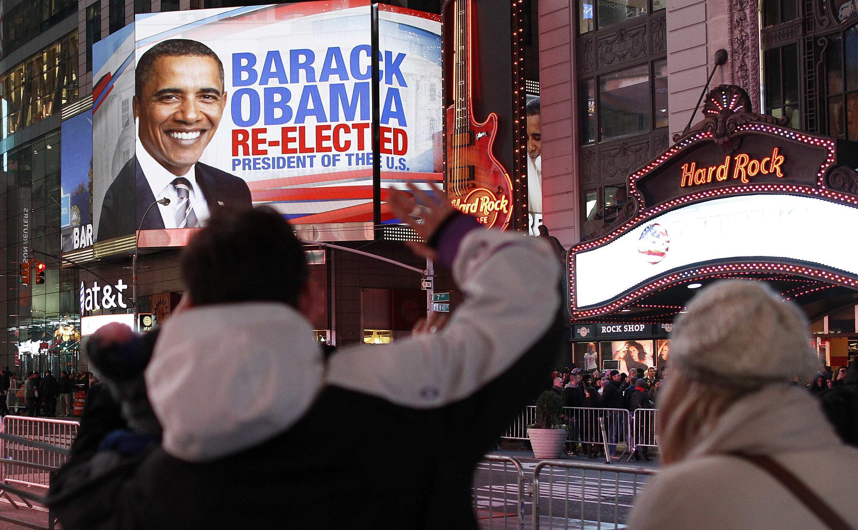 Nguời dân vui mừng trước chiến thắng của Barack Obama tại Times Square New York, đêm 06/11/2012