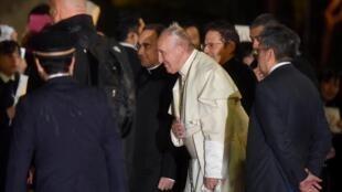 Papa Francisco em sua chegada ao aeroporto de Tóquio em 23 de novembro de 2019.
