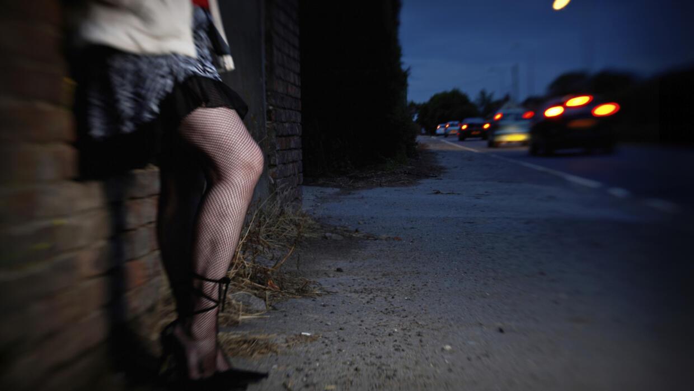 Esquecidas pelo #MeToo, prostitutas protestam na França contra ...