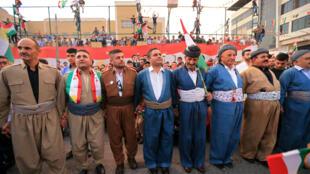 Des Kurdes manifestent leur soutien au référendum d'indépendance, à Duhok, en Irak, le 26 septembre 2017.