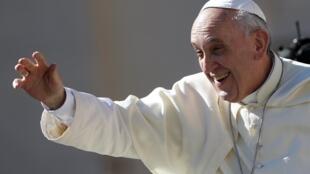 Đức Giáo Hoàng Phanxicô khi đến Quảng trường Thánh Phêrô, ngày 04/09/2013.