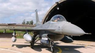 Un F16 américain.