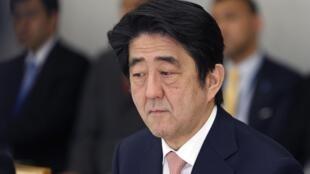 Refém pede ajuda do primeiro-ministro japonês, Shinzo Abe.