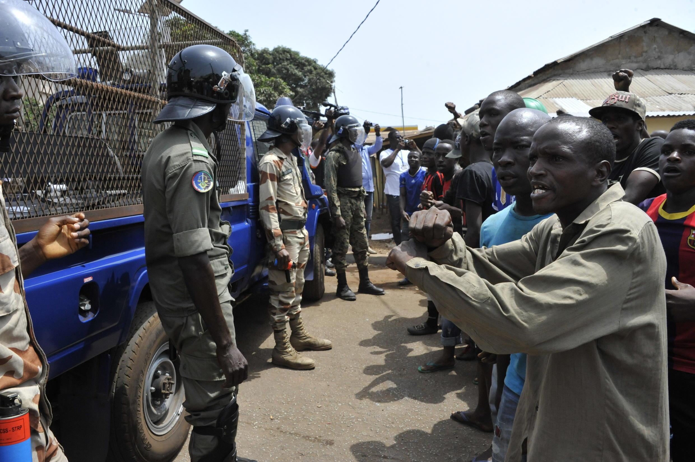 Lors des manifestations de l'opposition du 23 avril 2015, plusieurs personnes ont été arrêtées et un jeune militant est mort à Labé.