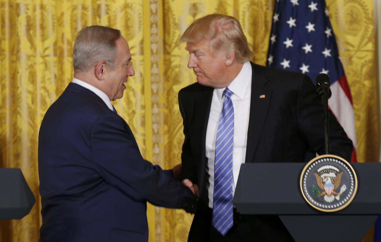 Thủ tướng Israel Benjamin Netanyahu (trái) và tổng thống Mỹ Donald Trump tại Nhà Trắng, 15/02/2017.