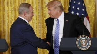 O primeiro-ministro israelense Benjamin Netanyahu e o presidente americano Donald Trump durante coletiva desta quarta-feira (15) na Casa Branca, em Washngton.