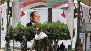 Des affiches de soutien au président Al-Sissi, au Caire (Egypte), le 16 avril 2018.