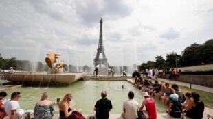 远眺巴黎埃菲尔铁塔。摄于2018年 8月7日