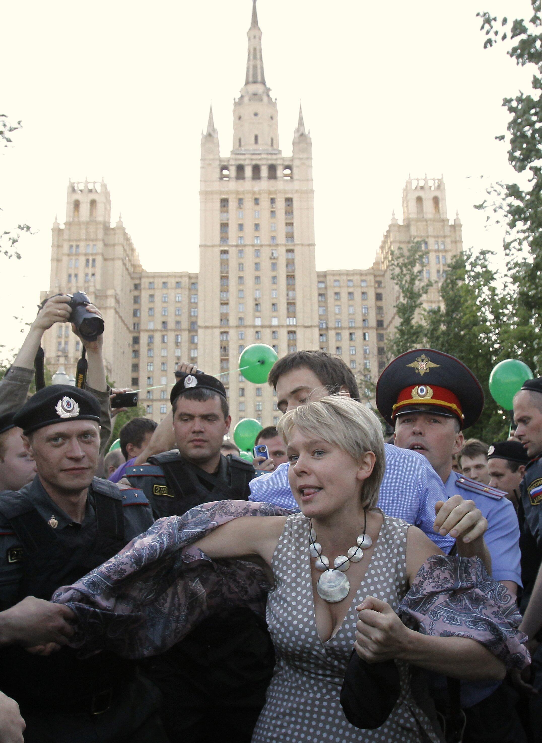 Задержание русской гражданской активистки-эколога Евгении Чириковой в Москве 17 мая 2012 г.
