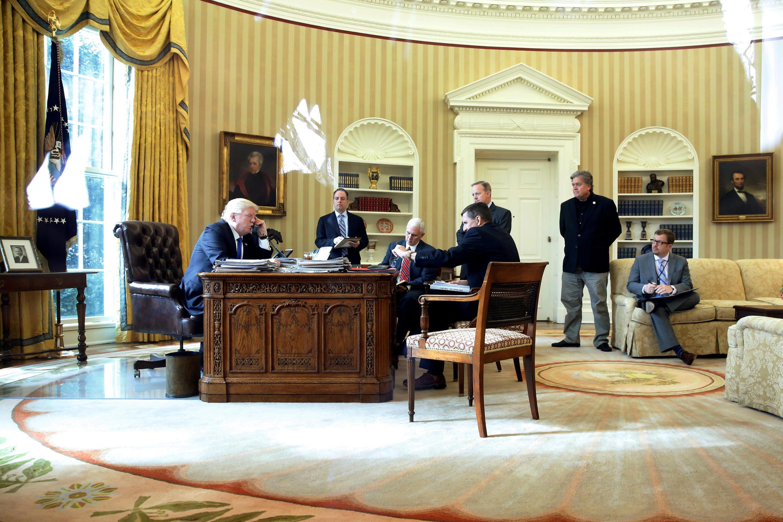 Tổng thống Mỹ Donald Trump điện đàm với đồng nhiệm Nga Vladimir Putin, ngày 28/01/2017