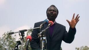 Le pasteur Ntumi (ici en juin 2008) se présente, avec dix-huit membres du CNR, aux élections législatives de juillet 2012.