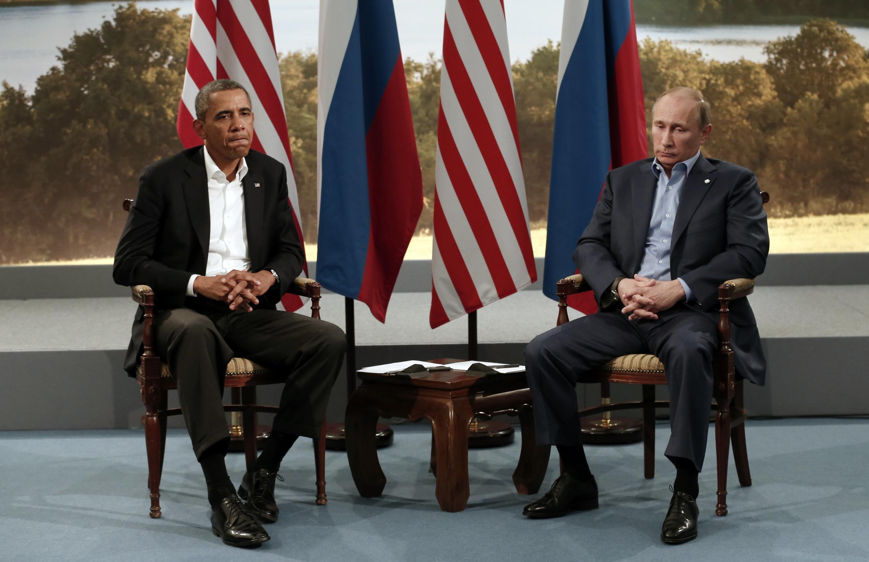 Tổng thống Mỹ Barack Obama (T) gặp gỡ Tổng thống Nga Vladimir Putin tại Hội nghị Thượng đỉnh G8 ở Lough Erne tại Enniskillen, Bắc Ailen hồi tháng 06/2013.