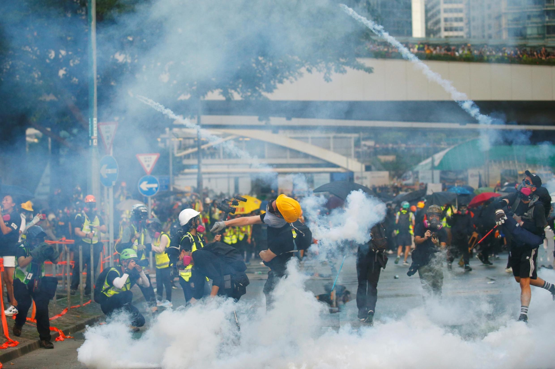 15/09/19- Novos confrontos violentos aconteceram neste domingo (15) em Hong Kong durante uma manifestação proibida.