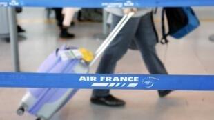 La compagnie Air France va prendre de nouvelles mesures d'économie face aux effets négatifs de l'épidémie de coronavirus.
