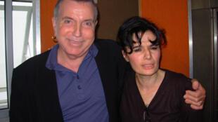 Bernard Lavilliers 与法广法语部文化专题记者 Yasmine Chouaki.