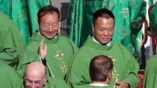 Ảnh minh họa cho sự cải thiện quan hệ Vatican Bắc Kinh: Hai giám mục Trung Quốc đến họp ở Vatican ngày 03/10/2018.