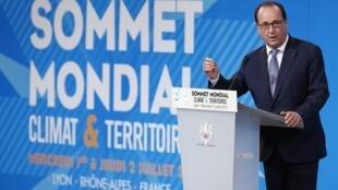 Le président François Hollande lors du sommet Climat et territoires, à Lyon, le 1er juillet 2015.