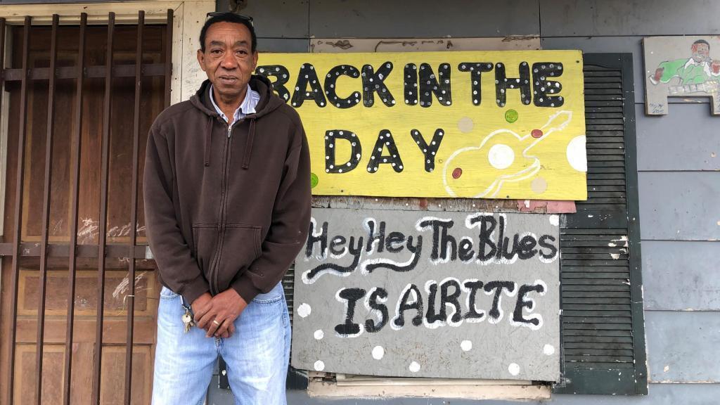 Sylvester Hoover devant son musée à Greenwood (Mississippi), le 9 décembre 2019.
