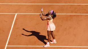 Serena Williams marks her victory at Roland-Garros