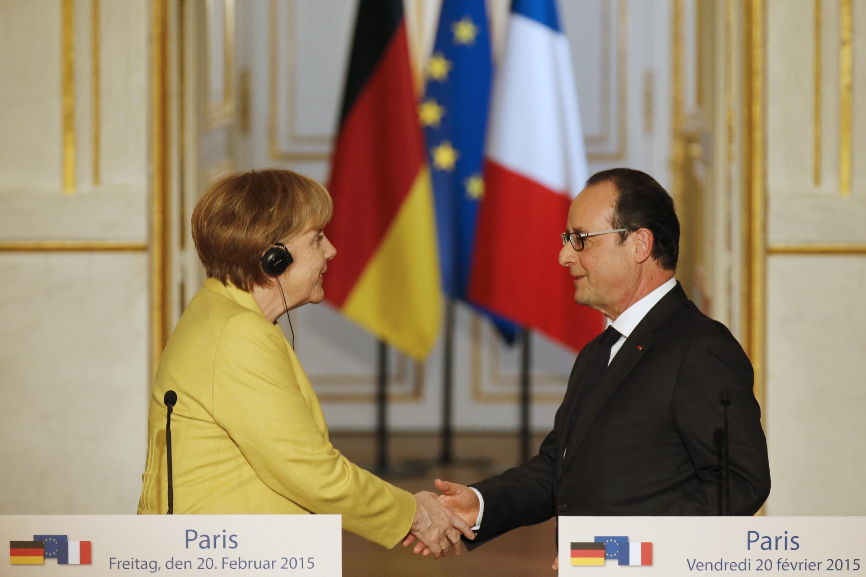 A chanceler alemã, Angela Merkel, e o presidente francês, François Hollande, durante coletiva nesta sexta-feira, 20 de fevereiro de 2015.