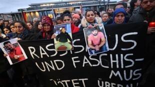Biểu tình tại Hanau, Đức, chống khủng bố cục hữu và để tưởng niệm nạn nhân vụ nổ súng. Ảnh 20/02/2020.