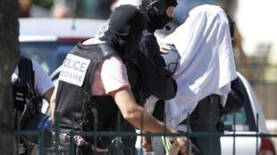 L'auteur présumé de l'attentat en Isère du vendredi 26 juin, Yassin Sahli, aurait bien été poussé par l'EI à passer à l'action violente en France.