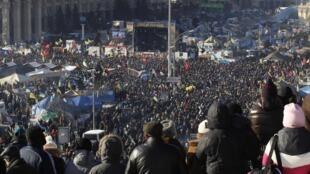 Rassemblement massif à Kiev en Ukraine le 2 février, place de l'Indépendance.