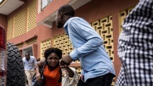Des manifestants fuyant les forces de l'ordre, ce 31 décembre 2017, à Kinshasa.