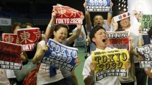东京市民获知东京获得2020年夏季奥运会主办权后十分兴奋