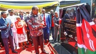 President Kenyatta unveils a commemorative plaque during the launch of construction works of the JKIA-Westlands Expressway, Nairobi, 16th October, 2019