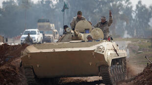 伊拉克士兵乘坦克进入摩苏尔北部地区