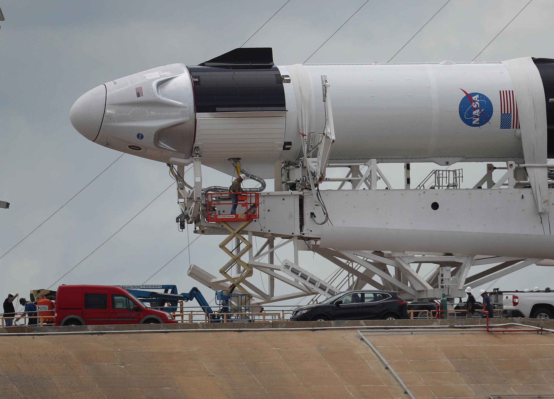 La fusée Falcon 9 de SpaceX avec le vaisseau Crew Dragon se prépare au lancement de deux astronautes de la Nasa, ce 27 mai 2020, depuis la base de Cape Canaveral.