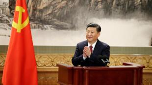中國主席習近平在人大會堂與媒體見面 2017年10月25日