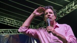 Fernando Haddad, du parti des travailleurs, ancien maire de Sao Paulo et ministre de l'Education lors d'un meeting d'enseignants contre les coupes dans le budget de l'Education, le 10 mai 2019.