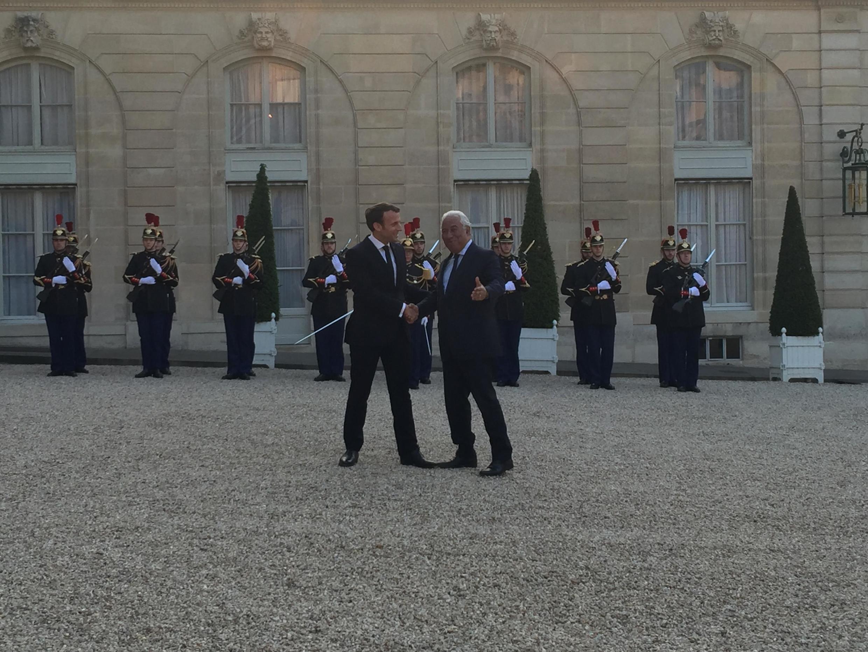 Primeiro-minsitro português, António Costa, foi recebido pelo Presidente Emmanuel Macron no palácio do Eliseu