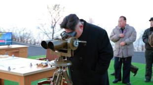 圖為朝鮮領袖金正恩2017年3月6日在發射現場指導發射多枚導彈
