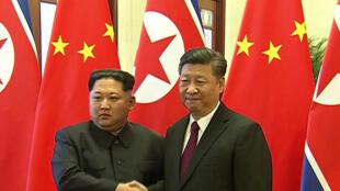 Rais wa China na Xi Jinping na mwezake wa Korea Kaskazini Kim Jong-un Machi 28, Beijing.