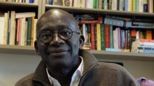 Mamadou Diouf dans son bureau à l'université de Columbia à New York.