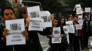 گروهی از روزنامه نگاران مکزیکی به جنایات اخیر اعتراض میکنند
