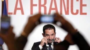 法國前教育部長阿蒙成為社會黨總統候選人(2017年1月29日)