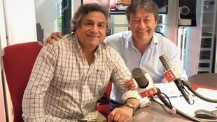 El realizador peruano Hernán Rivera con Jordi Batallé en RFI