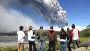Fumaças do vulcão Copahue  em 26 de dezembro de 2012
