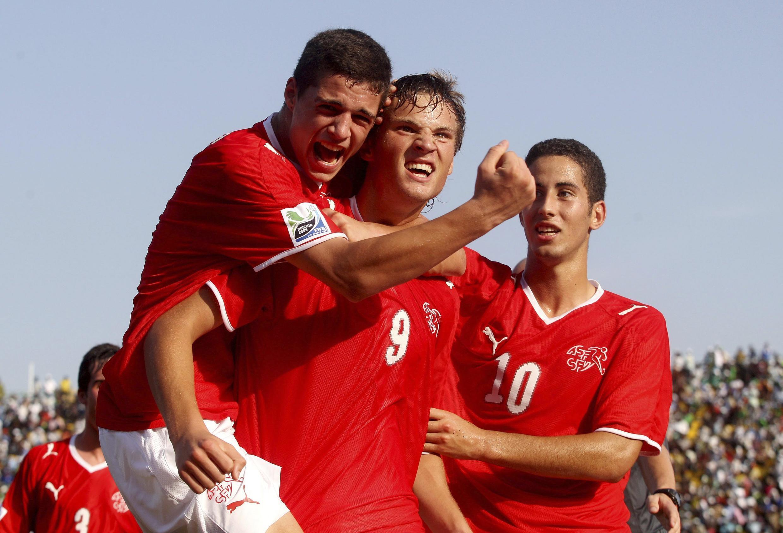 Sixième but du tournoi pour le Suisse Haris Seferovic (n° 9) félicité par ses coéquipiers.
