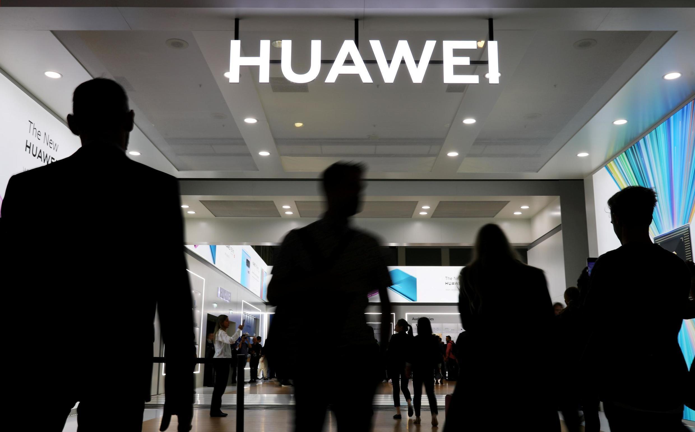 中国电信设备生产商华为公司。