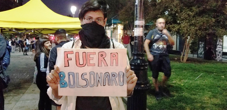 Manifestantes protestaram contra a presença de Bolsonaro no Chile.
