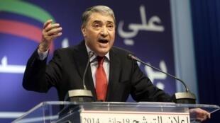 L'ancien Premier ministre algérien, Ali Benflis annonce, lors d'une conférence de presse, le 19 janvier 2014, sa candidature à la présidentielle du 17 avril prochain.